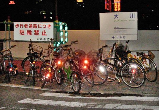 エレベータ通路の放置自転車は、、_c0167961_7135992.jpg