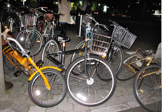 エレベータ通路の放置自転車は、、_c0167961_7155828.jpg