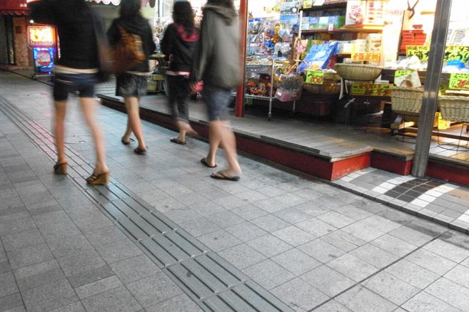 4 girls - 8 legs_e0174281_16352389.jpg