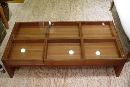 チーク材の素敵なガラス天板センターテーブル_a0096367_22552532.jpg