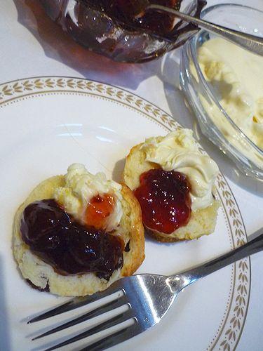 高円宮妃久子さまも ご一緒の 優雅な Afternoon Tea Party at 英国大使館公邸。。。* *。:☆.。†_a0053662_7411596.jpg