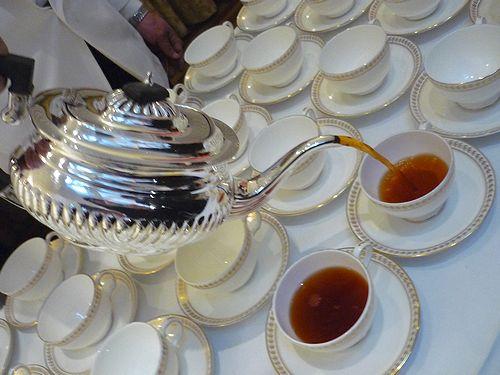 高円宮妃久子さまも ご一緒の 優雅な Afternoon Tea Party at 英国大使館公邸。。。* *。:☆.。†_a0053662_753642.jpg