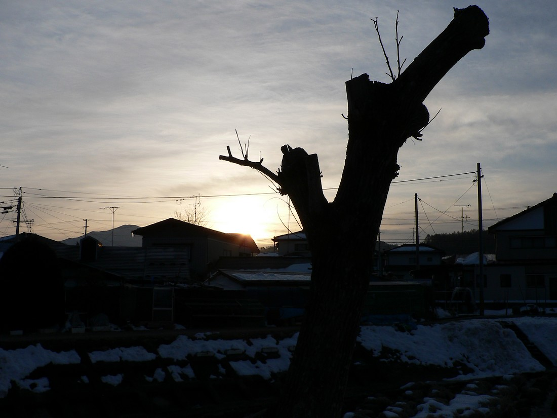 鍋倉山の東で、朝日が昇るさまを見る_d0001843_21433352.jpg