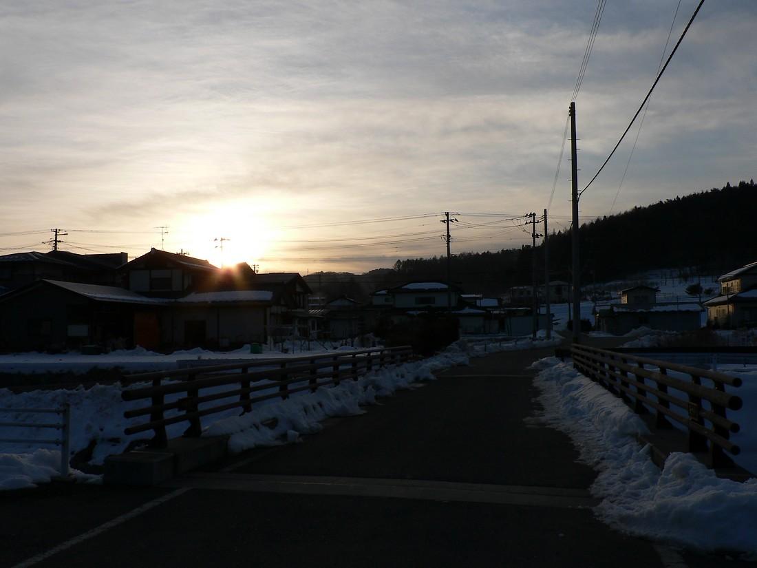 鍋倉山の東で、朝日が昇るさまを見る_d0001843_21442619.jpg
