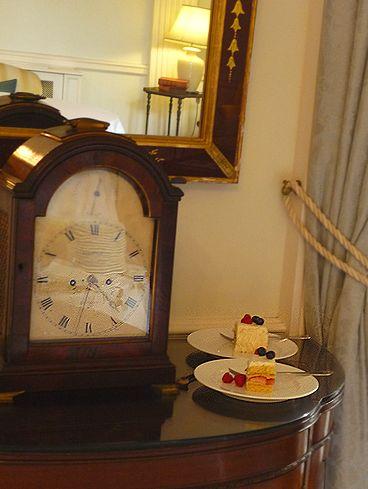 高円宮妃久子さまも ご一緒の 優雅な Afternoon Tea Party at 英国大使館公邸。。。* *。:☆.。†_a0053662_1140577.jpg