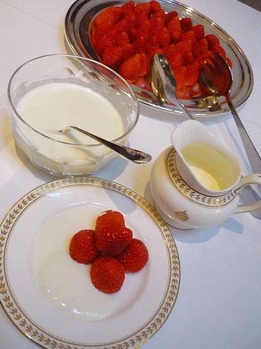 高円宮妃久子さまも ご一緒の 優雅な Afternoon Tea Party at 英国大使館公邸。。。* *。:☆.。†_a0053662_11443991.jpg