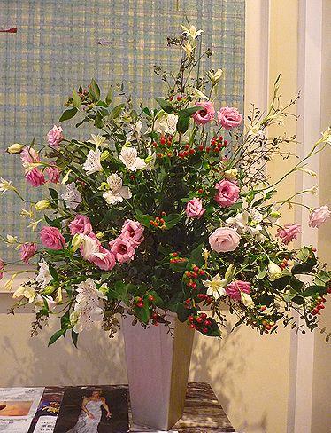 高円宮妃久子さまも ご一緒の 優雅な Afternoon Tea Party at 英国大使館公邸。。。* *。:☆.。†_a0053662_11525047.jpg