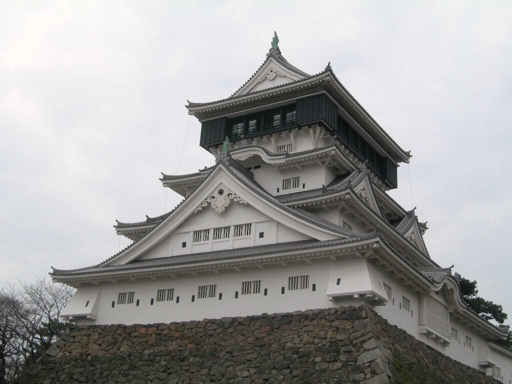 小倉城の見どころまとめ!周辺グルメやおすすめ観光スポットも