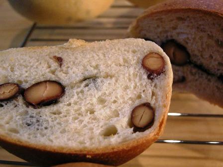 黒豆と黒糖のパン_e0167593_036442.jpg