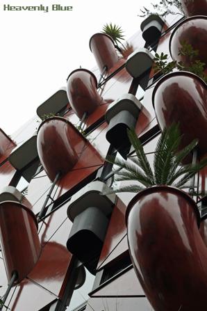 摩訶不思議な建物_e0145646_22212914.jpg
