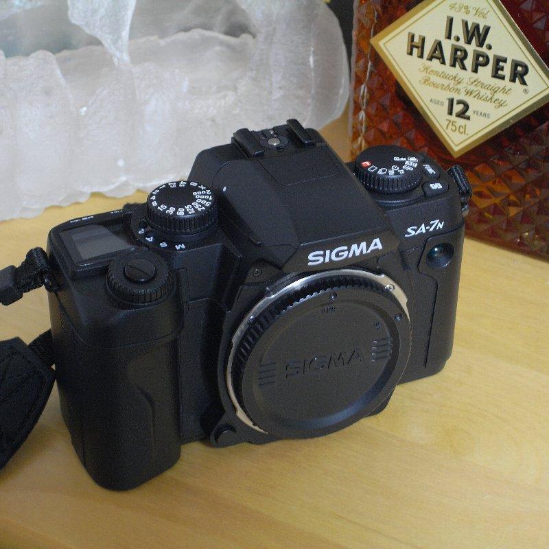 SIGMA 一眼レフカメラ オール・コンプリート_c0124795_1313467.jpg