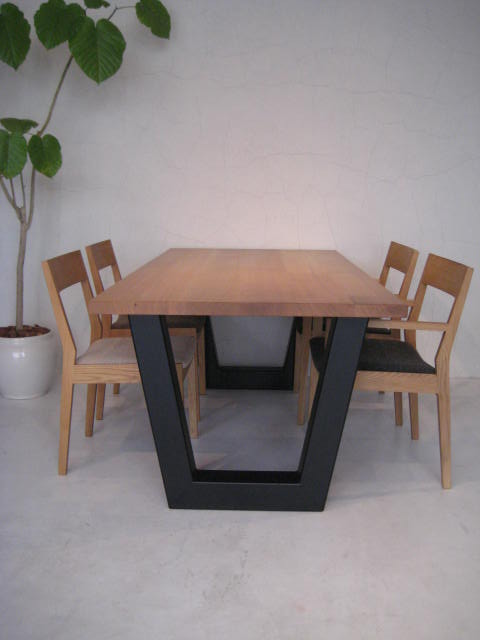 V DINING TABLE_c0146581_17275735.jpg