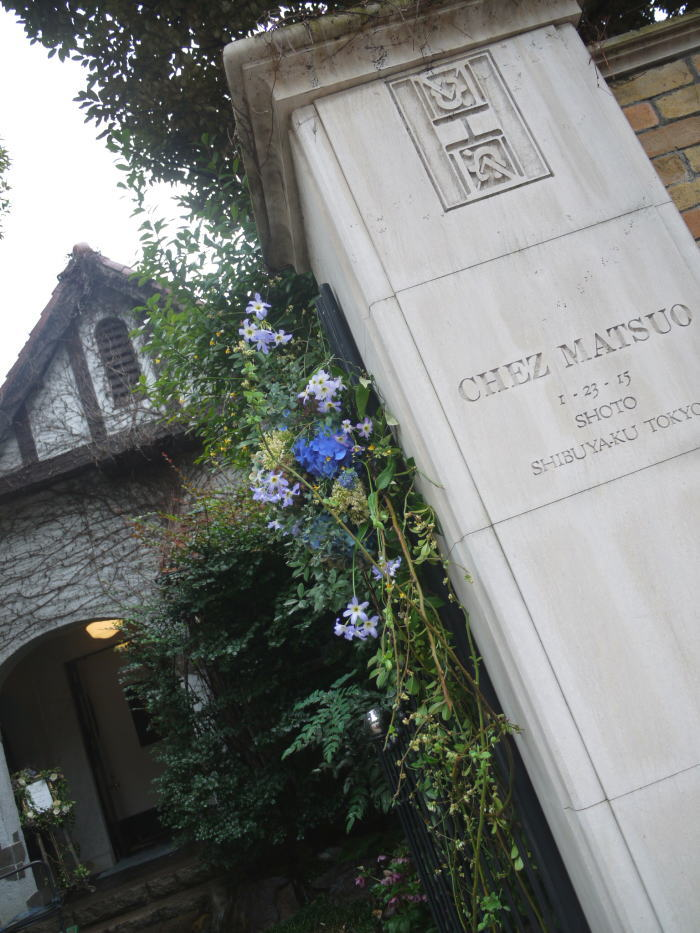 シェ松尾松濤レストラン様の装花 春の雨の日に_a0042928_1918656.jpg