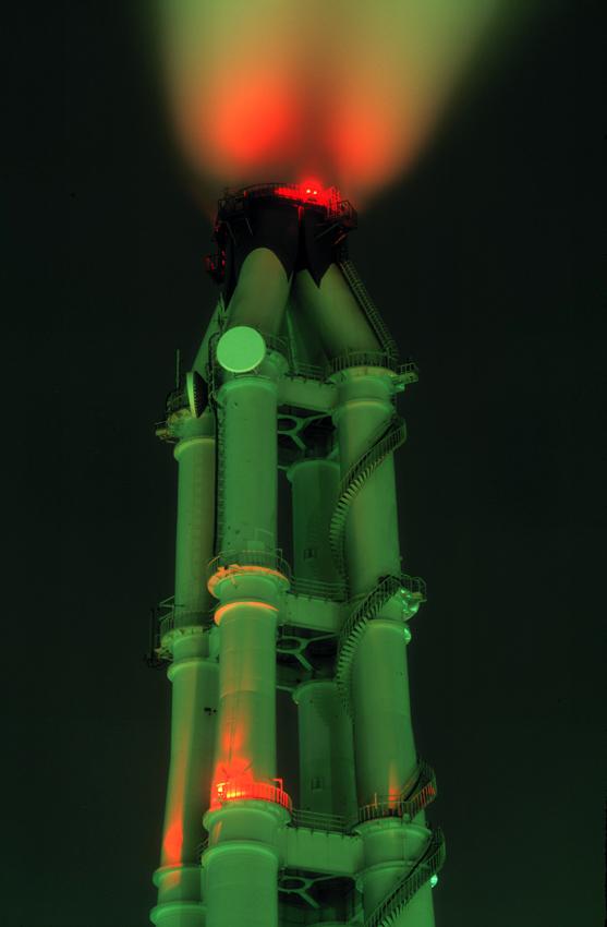 火力発電所の煙突(横浜・磯子) 1999.12.31/2000.1.4 _c0190190_7282442.jpg