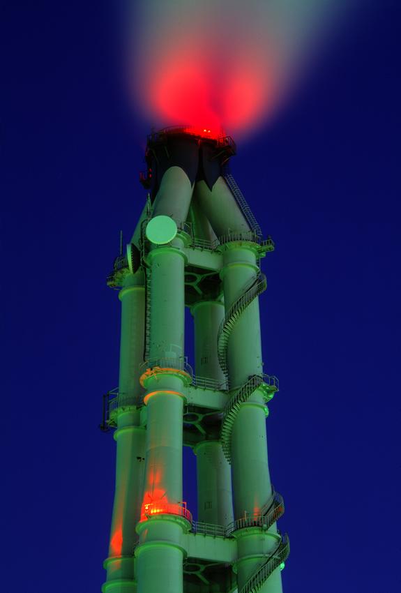 火力発電所の煙突(横浜・磯子) 1999.12.31/2000.1.4 _c0190190_7284637.jpg