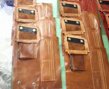 財布製作とホワイトデー_b0100432_7462540.jpg