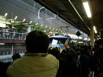 ダイヤ改正当日 最後の「富士・はやぶさ」到着を迎える_f0030574_2552644.jpg