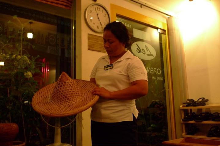 サワディThailand(2日目)「なぞの帽子45バーツ」_f0170995_104131.jpg