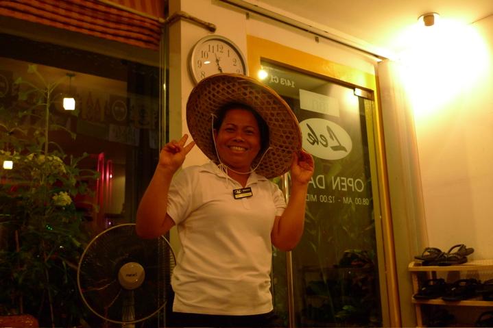 サワディThailand(2日目)「なぞの帽子45バーツ」_f0170995_125768.jpg