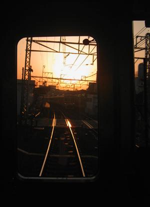 夕暮れの時の電車にて_e0177207_2318574.jpg