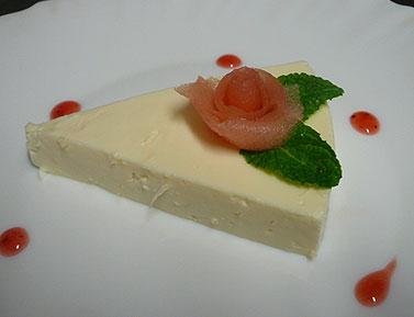 バラの花を飾ったレアチーズケーキ_d0020309_2282144.jpg