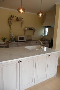 白い天板のキッチン 完成編_b0120583_1058346.jpg