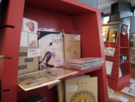 09\'NY  ARTISTS\' BOOKS  FAIR Report 1_c0096440_4573556.jpg