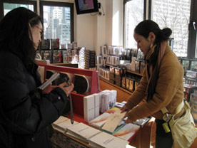 09\'NY  ARTISTS\' BOOKS  FAIR Report 1_c0096440_5244845.jpg