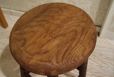 良いアジのでた木のスツール2種類入荷_a0096367_2329635.jpg