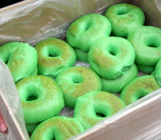 緑色のベーグルを食べました_b0007805_1227348.jpg