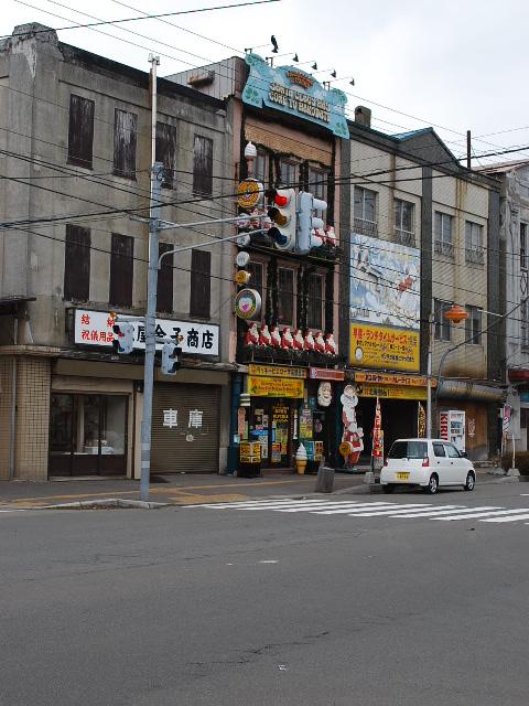 函館銀座通り・レトロ建築コレクション(その4、金子商店、旧対馬理容店)_f0142606_814780.jpg