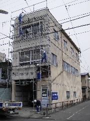 鉄骨ビルの外壁修理_f0105112_1746511.jpg