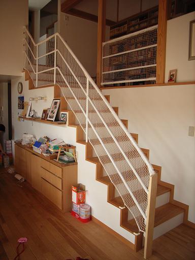 Yさんのいえ 階段手すりのネット張り 2009/3/23_a0039934_18503549.jpg