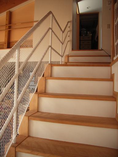 Yさんのいえ 階段手すりのネット張り 2009/3/23_a0039934_196384.jpg