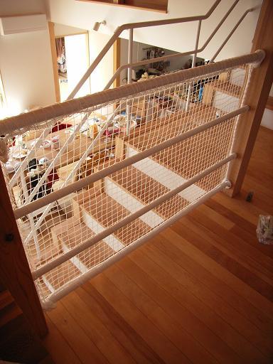 Yさんのいえ 階段手すりのネット張り 2009/3/23_a0039934_1971574.jpg