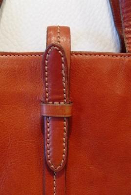 素敵な茶色本革バッグが入荷しました。_a0096367_22571911.jpg
