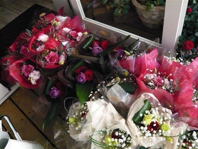 ささやかでもお花があると喜びが倍増します_b0137969_193528.jpg