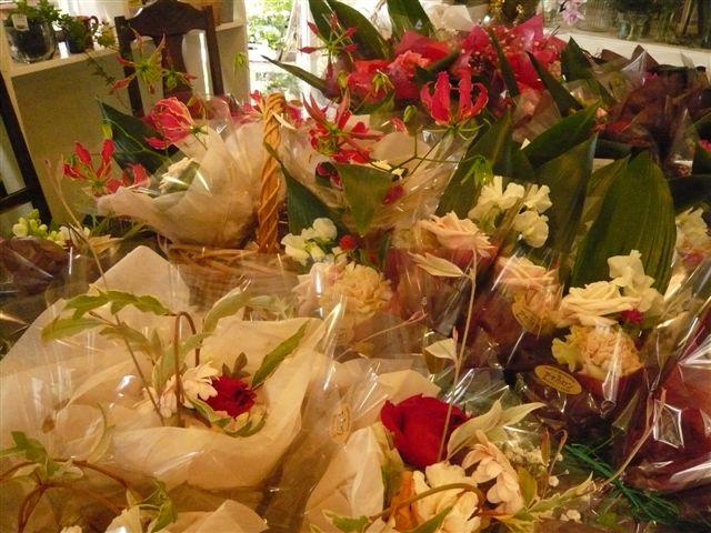 ささやかでもお花があると喜びが倍増します_b0137969_1943771.jpg