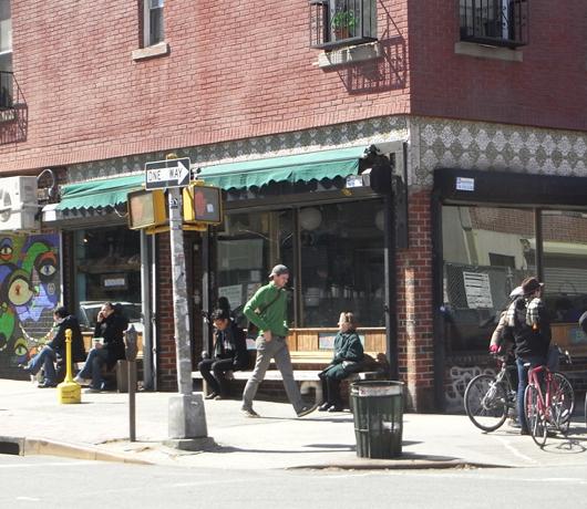 ウィリアムズバーグの穴場カフェ Atlas Cafe_b0007805_20593154.jpg
