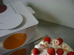お誕生日はやっぱり苺のショートケーキ!_c0005672_1472813.jpg