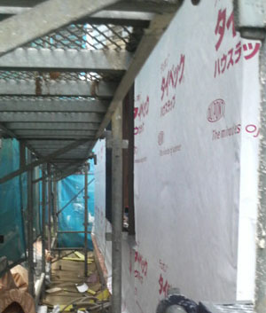 Q1西落合の家:タイベックと防水テープの施工_e0054299_1524228.jpg