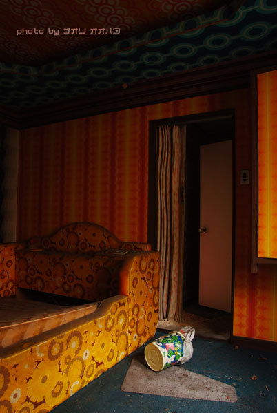 ラブホテルの廃墟_f0025948_2263235.jpg