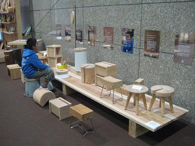 市役所玄関の飫肥杉化 完成!_f0138874_18484329.jpg