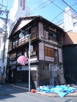 大須の木造3階建て_a0049695_20181166.jpg
