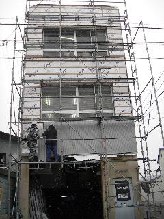 鉄骨ビルの外壁修理 続き_f0105112_8533553.jpg