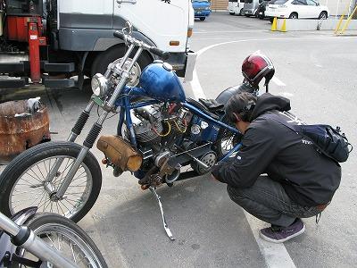 マグネット点火を、普通のバイクのように掛けるK氏_a0110720_1847303.jpg