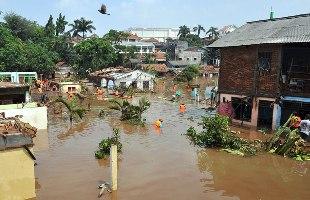 インドネシアのダム決壊/多くの死亡者_f0197754_23152577.jpg