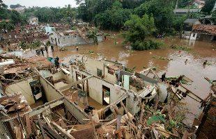 インドネシアのダム決壊/多くの死亡者_f0197754_23154237.jpg