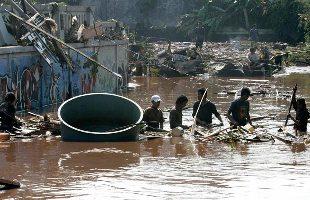 インドネシアのダム決壊/多くの死亡者_f0197754_23155815.jpg