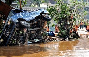 インドネシアのダム決壊/多くの死亡者_f0197754_23162892.jpg